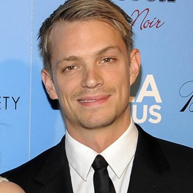 Joel Kinnaman is to play RoboCop in a reboot of the 80s film