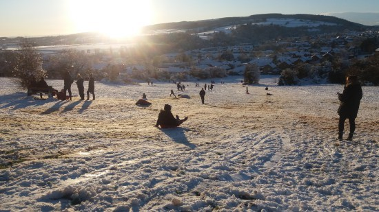 People in the snow on Gallows Bank