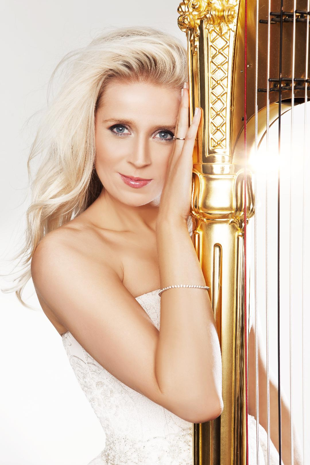 Claire Jones - Royal Harpist to HRH the Prince of Wales (2007-2011)